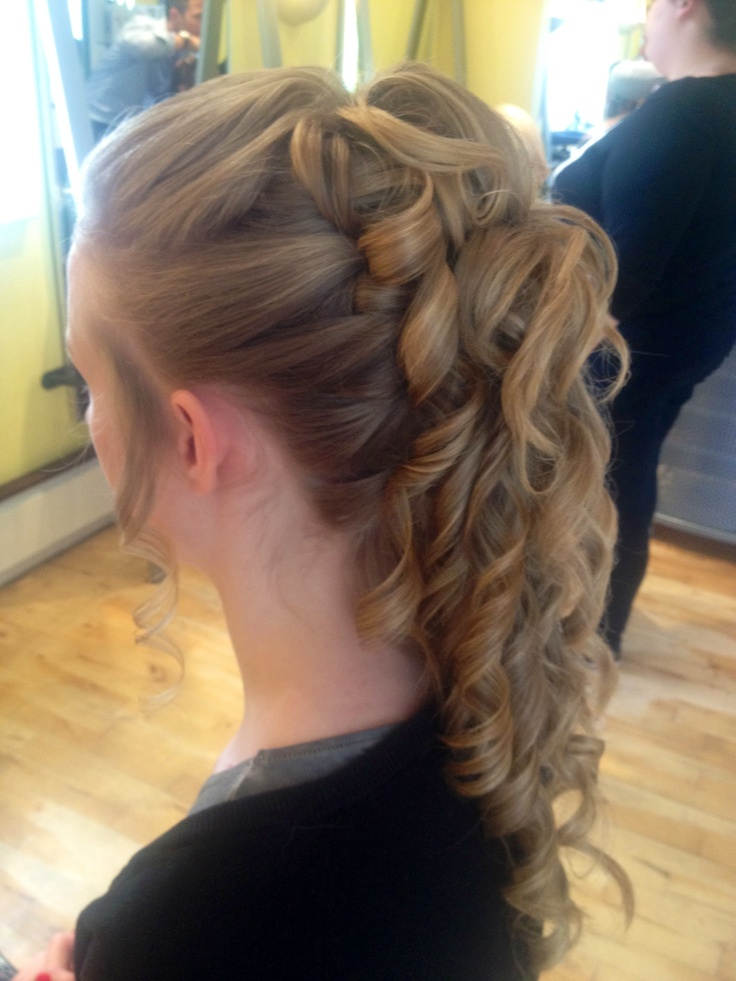 JEN!! this is perfect!!!!!! well, except for the tapered look of the curls at the botom Bm Hair, Clip Style, Prom Hairstyles, Bananas Clip Hairstyles, u2026