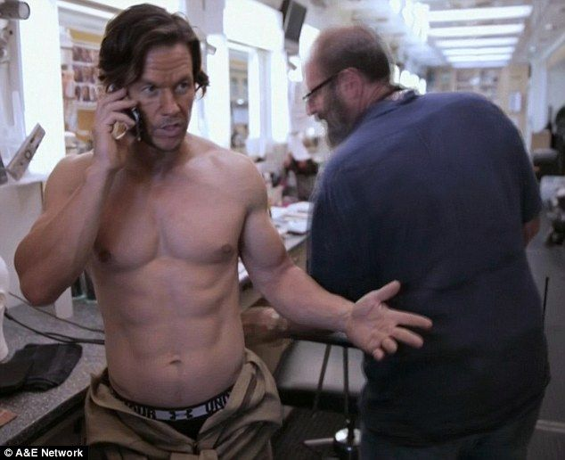 Mark Wahlberg gets ripped for Transformers in Wahlburgers premiere