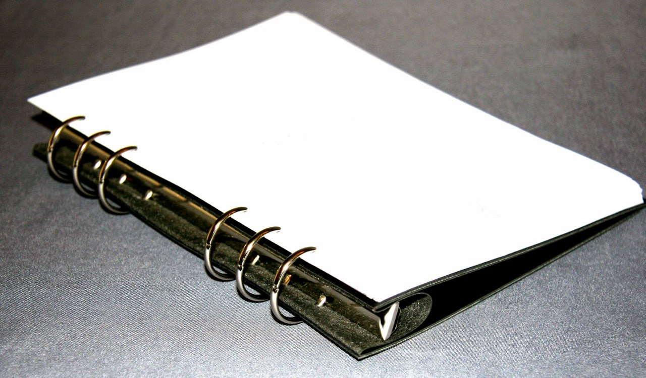The Clipbook comes with a selection of inserts as detailed on the reverse side of the instruction sheet.